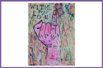 Graffito das einen Handrücken mit ausgestrecktem Ringfinger zeigt. Die Nägel der Hand sind rot lakiert. Das Graffito hat die Aufschrift: With Love.